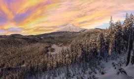 Vista tormentoso do inverno da capa da montagem em Oregon, EUA Imagem de Stock Royalty Free