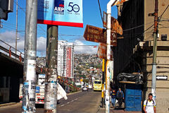 Vista tradizionale della via in Valparaiso, Cile Fotografia Stock Libera da Diritti