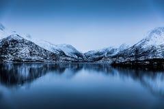 Vista tranquila pacífica de los fiordos en Noruega Fotografía de archivo