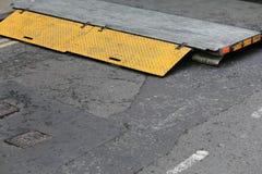 Vista traseira Lorry Tail Lift Yellow Paint imagens de stock