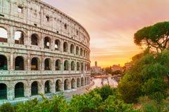 Vista traseira no colosseum no tempo do por do sol com céu maravilhoso Fotografia de Stock Royalty Free