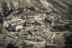 Vista triste del villaggio di Castelluccio di Norcia distrutto dal forte terremoto dell'Italia centrale Fotografia Stock Libera da Diritti