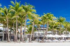 Vista tropicale della località di soggiorno alla spiaggia sabbiosa bianca esotica su Boracay Fotografia Stock