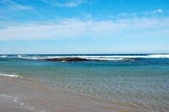 Vista tropicale della spiaggia Immagine Stock