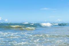 Vista tropicale e mare della sabbia della spiaggia fotografie stock libere da diritti