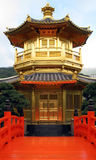 Vista turística de Hong-Kong del templo chino de oro Imágenes de archivo libres de regalías