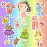 Vista uma boneca bonito com grupos de roupa com acessórios e brinquedos Imagem de Stock