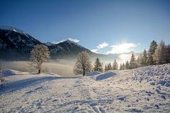 Vista a uma paisagem do inverno com cordilheira do vale perto de Gastein mau, cumes de Gasteinertal de Pongau - Salzburg Áustria Fotografia de Stock Royalty Free