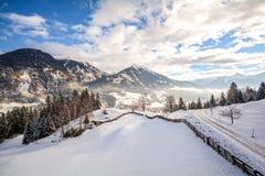 Vista a uma paisagem do inverno com cordilheira e vale perto de Gastein mau, cumes de Gasteinertal de Pongau - Salzburg Áustria Imagem de Stock Royalty Free
