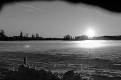 Vista in un paesaggio nevoso in bianco e nero Immagine Stock Libera da Diritti