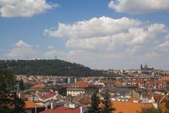 Vista a una ciudad de Praga foto de archivo