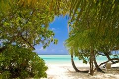 Vista a una playa tropical hermosa Imagen de archivo