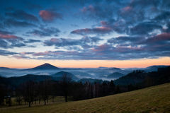 Vista a uno de picos en el parque nacional bohemio de Suiza fotografía de archivo libre de regalías