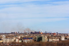 Vista ural della città della Russia dalle alte industrie siderurgiche Fotografia Stock Libera da Diritti