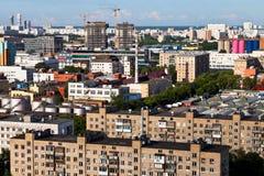 Vista urbana com construções sob a construção Fotografia de Stock
