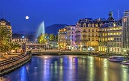 Vista urbana con la fontana famosa, Ginevra Immagine Stock