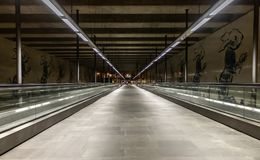 Vista urbana della stazione della metropolitana di cais de sodre a Lisbona Portogallo fotografia stock libera da diritti