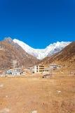 Vista V di Lirung del villaggio di Langtang Kyanjin Gompa Fotografia Stock Libera da Diritti