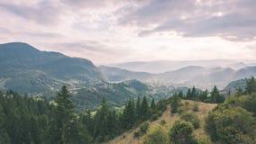 vista variopinta in carpathians - annata della campagna retro Fotografia Stock Libera da Diritti