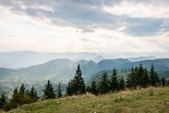 Vista variopinta della campagna in carpathians Immagini Stock