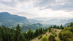 Vista variopinta della campagna in carpathians Fotografie Stock Libere da Diritti