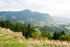 Vista variopinta della campagna in carpathians Immagine Stock