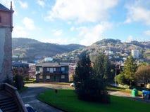 Vista variopinta della via a Donostia - San Sebastian, Spagna fotografia stock libera da diritti