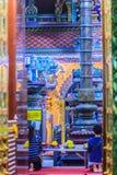 Vista variopinta di notte della scultura indiana dei a Sri Maha Mariamm immagine stock