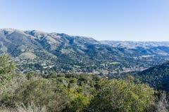 Vista verso Carmel Valley da Garland Ranch Regional Park, penisola di Monterey, California fotografie stock libere da diritti