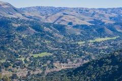 Vista verso Carmel Valley da Garland Ranch Regional Park, penisola di Monterey, California fotografie stock