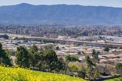 Vista verso Guadalupe Freeway e la valle di Almaden dalla collina di comunicazioni, San José, California immagine stock libera da diritti