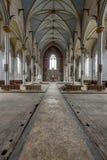 Vista verso l'altare - chiesa abbandonata Immagini Stock