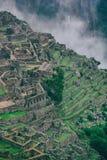 Vista verticale di Machu Picchu e delle Ande con le nuvole Nessuna gente Fotografie Stock Libere da Diritti