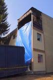 Vista verticale di un appartamento sventrato da fuoco Immagini Stock