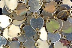 Vista vicina dei cuori collegati piccolo metallo Fotografia Stock Libera da Diritti