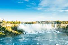 Vista vicina del cascate del Niagara in autunno Fotografia Stock