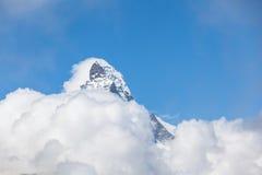 Vista vicina del Matrerhorn sopra la nuvola Fotografie Stock