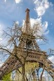 Vista vicina della torre Eiffel a Parigi Immagine Stock Libera da Diritti
