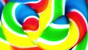 Vista vicina di un lollypop vibrante che fila velocemente nei cerchi Fotografia Stock Libera da Diritti