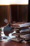 Vista vicina su irish coffee con cioccolato fotografia stock libera da diritti