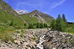 Vista vicino al Cervino in svizzero Fotografia Stock Libera da Diritti