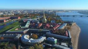 Vista video dell'antenna della fortezza di Paul e di Peter St Petersburg, Russia archivi video