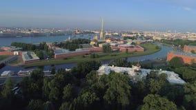 Vista video dell'antenna della fortezza di Paul e di Peter St Petersburg, Russia video d archivio