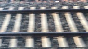 Vista video em trilhas de estrada de ferro vídeos de arquivo
