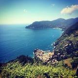 Vista yegua del al de Vernazza Y de Monterosso Imágenes de archivo libres de regalías