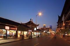 Vista yuyuan di notte di Shanghai immagini stock