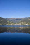 A vista a Zell Am considera o lago Zell & Kitzsteinhorn Imagem de Stock Royalty Free