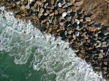 Vistas aéreas de la costa costa del océano Imagen de archivo libre de regalías