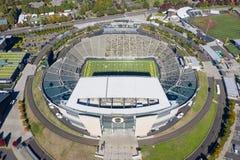 Vistas aéreas del estadio de Autzen en el campus de la universidad O imagen de archivo libre de regalías