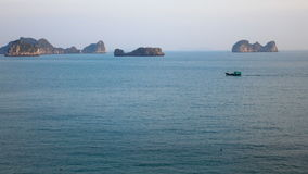 Vistas bonitas da baía longa do Ha video estoque
